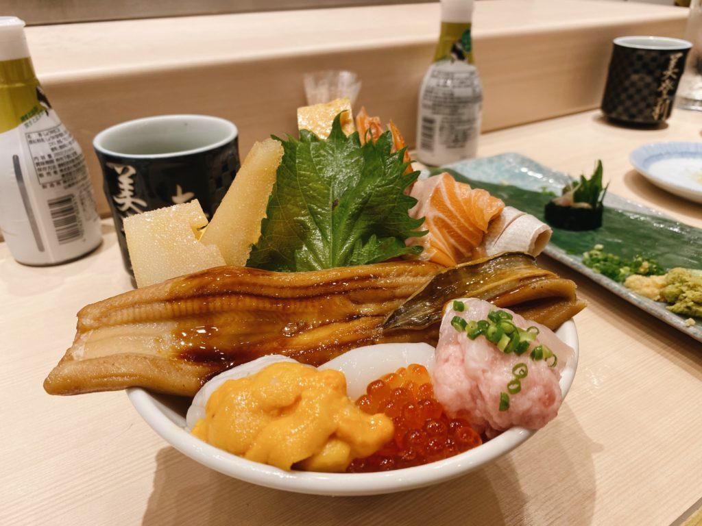 chirashi sushi bowl japan tokyo